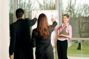 """Czytaliście """"Zawód niezaufania publicznego. Dlaczego irytuje nas coaching i rozwój osobisty?"""""""